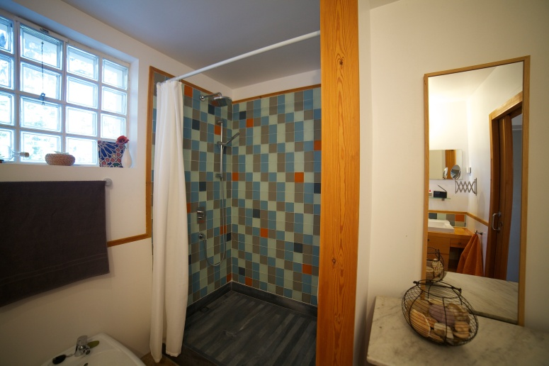 bathroomdownstairs2